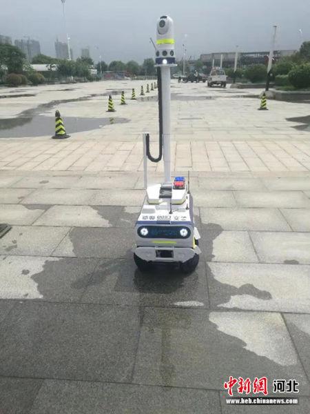 """�C器人交警""。 霍�l林 �z"