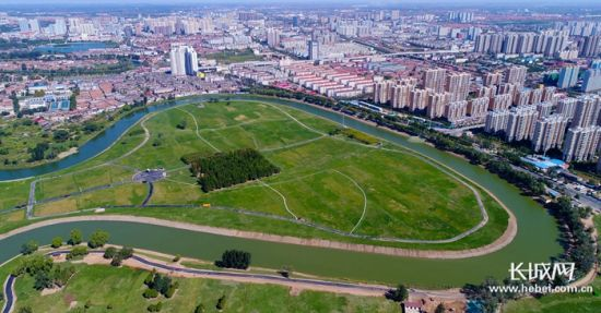 大运河城市区成为广大市民休闲、游憩的绝佳地。付强 崔上 摄