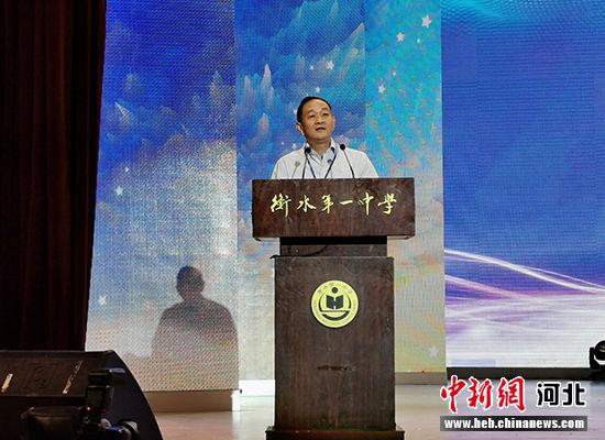 全国中学生生物学竞赛委员会主任魏辅文致辞。 王鹏 摄