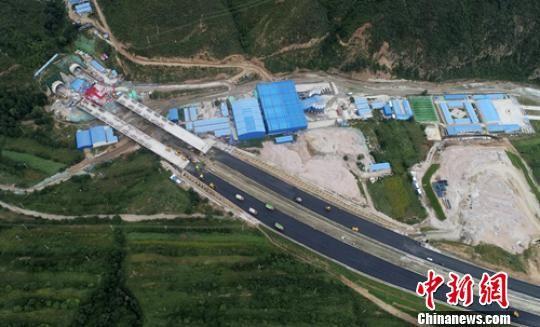 金家庄螺旋隧道进口施工现场。 刘忠俊 摄