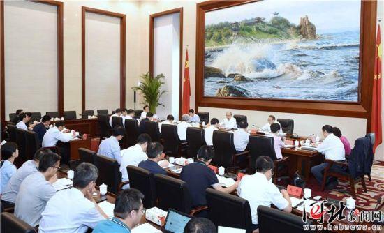 8月12日,省长许勤主持召开省第24届冬奥会工作领导小组办公会。这是会议现场。记者孟宇光摄