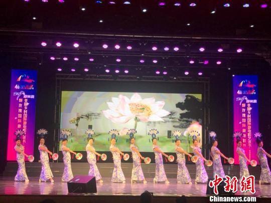 第四届美丽乡村国际微电影艺术节启动演出现场 张桂芹 摄
