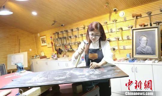 郭墨涵正在创作中。受访者供图