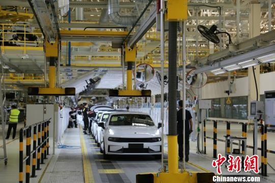 领克汽车张家口工厂现代化的生产线 怀安县委宣传部提供