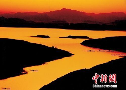 5月至8月,河北省PM2.5月均浓度连续4个月达到国家二级标准,为2013年以来历年同期最好水平。图为石家庄市滹沱河。 平山县委宣传部供图