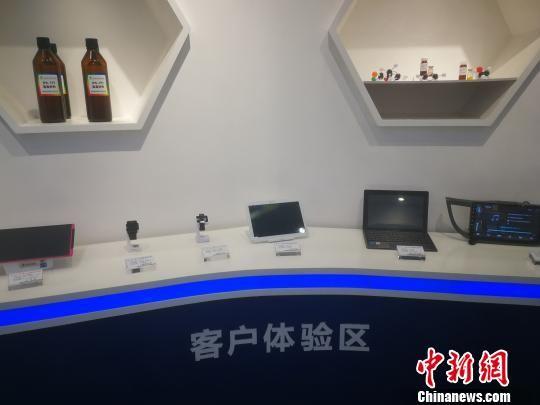 石家庄诚志永华显示材料有限公司生产的液晶、OLED材料,以及以其为原料制造的显示设备。 李晓伟 摄