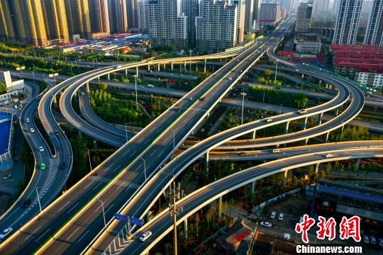 图为石家庄北二环转盘桥(资料图)。 杨凤英 摄