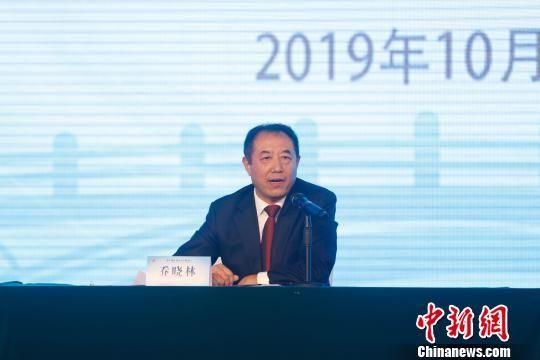 在第十届世界华文传媒论坛媒体见面会上,河北省发展和改革委员会二级巡视员乔晓林做推介。 韩海丹 摄
