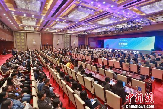 第二届雄安国际健康论坛17日在河北廊坊开幕,图为会议现场。 陈童 摄