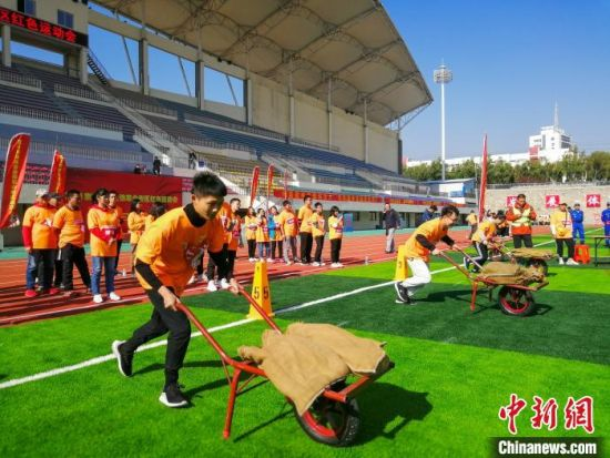图为2019京津冀晋鲁豫革命老区红色运动会。 郑腾飞 摄