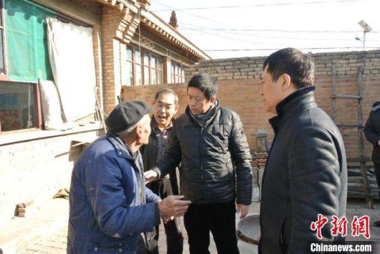 河北省侨联领导(右二)看望蒙古国归侨(资料图)河北省侨联供图
