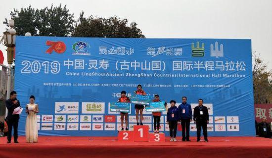健康跑选手颁奖仪式。供图