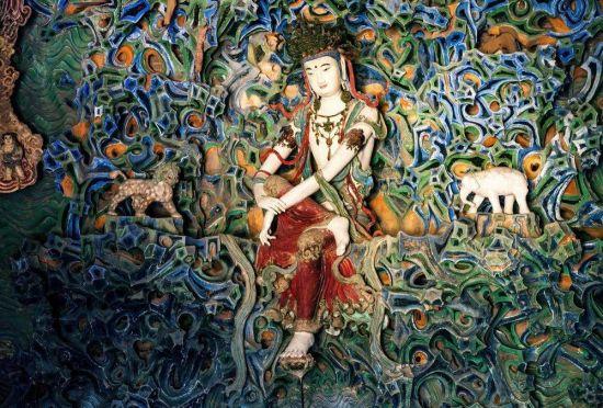 石家庄正定隆兴寺内的倒坐观音像。武志伟 摄