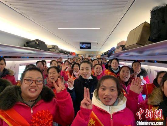 """开通首日,""""天镇保姆""""乘坐大张客专进北京、到天津。 任丽娜 摄"""