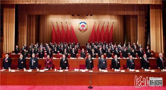 1月10日,政协河北省第十二届委员会第三次会议圆满完成各项议程,在雄壮的国歌声中闭幕。 记者赵海江摄