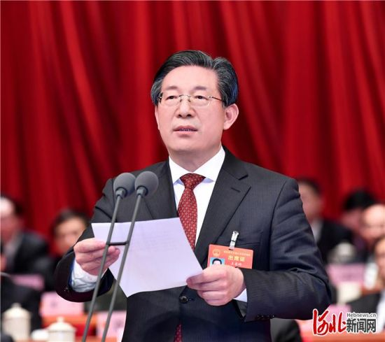 1月11日下午,河北省第十三届人民代表大会第三次会议圆满完成各项议程后,在省会河北会堂闭幕。王东峰主持会议并讲话。 记者赵威摄
