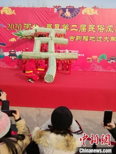 (新春走下层)摆龙灯祭灶神推IP 河北易县民风风情年启幕