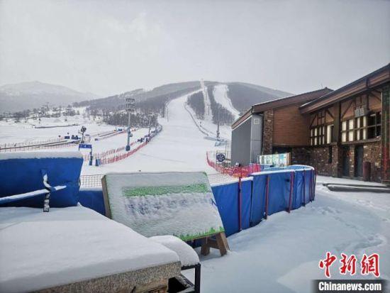 崇礼各大雪场在停业期间,崇礼也迎来多次降雪。 赵子安 摄