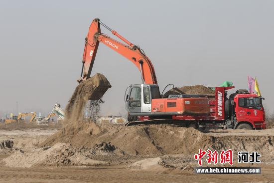 图为晋州境内的滹沱河生态修复二期工程工地施工。 贾再兴 摄