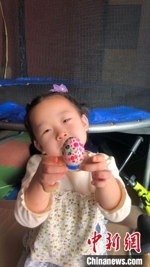 图为邯郸萌娃创作的彩蛋。 王荣安 摄