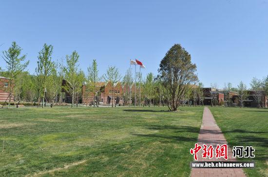 图为雄安新区雄县的华润大学景色。