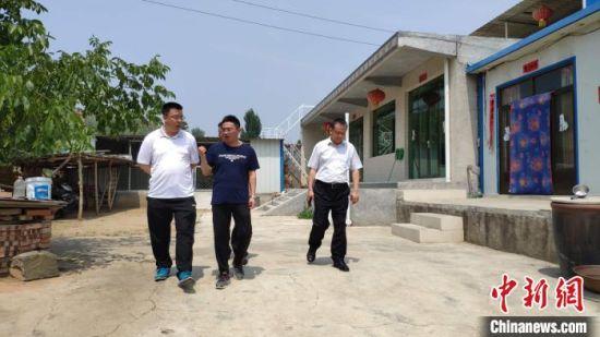杨歌珍家的四间瓷砖新房。 郭英�j 摄