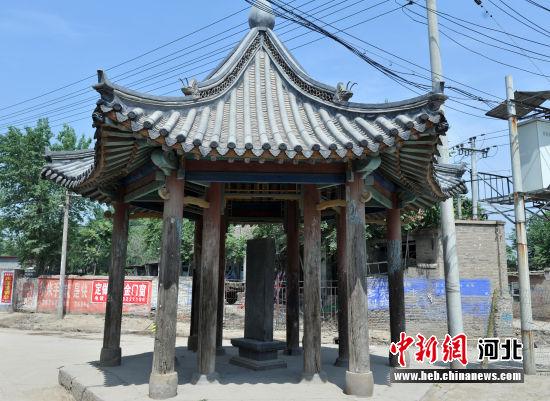 """图为位于原安州城北门内的""""抗苇税亭""""。 韩冰 摄"""