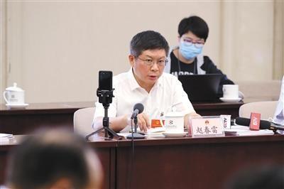 全国人大代表、中国铁路北京局集团有限公司董事长赵春雷。 武亦彬 摄