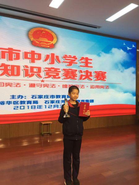 王择端参加市青少年宪法比赛获奖。 供图