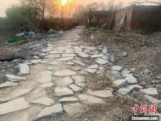 工作队刚入村时的村子一角。 衡水供电公司 供图