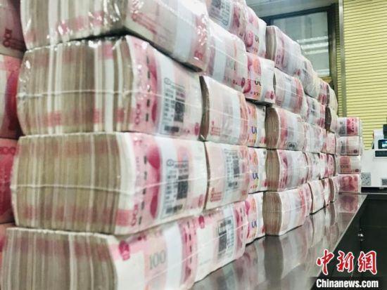 人民币资料图。艾庆龙 摄