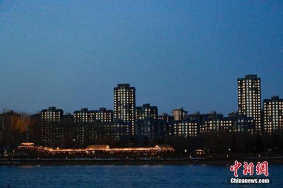 图为大运河森林公园夜景。(拍摄于2020年1月10日)