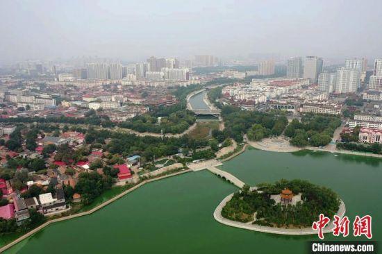 图为航拍该市大运河段。 李新洲 摄
