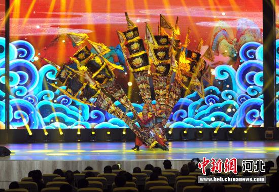 大型杂技诗剧《一船明月过沧州》表演现场。 韩冰 摄