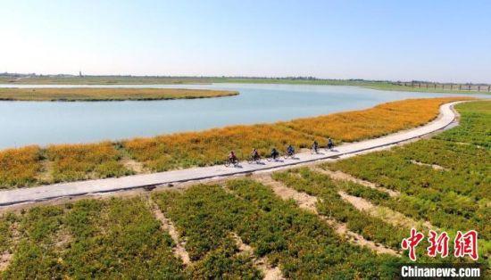 滹沱河成了当地民众常去之地(资料图) 康晓亮 摄