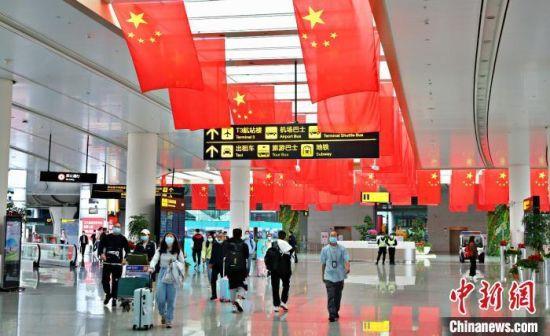 资料图:重庆江北国际机场候机楼。重庆江北国际机场供图