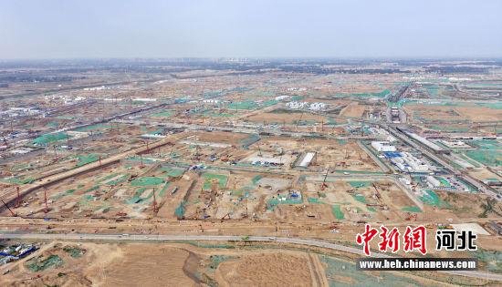 图为雄安新区容东片区建设现场航拍。 韩冰 摄