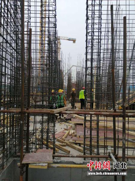 图为中建八局容东片区G1组团安置房项目施工现场。 韩冰 摄