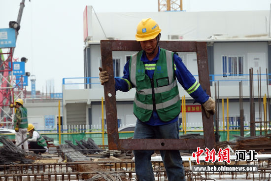 雄安商务服务中心施工现场。 韩冰 摄