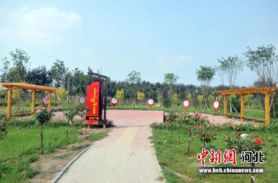 图为雄狮公园中的社会主义核心价值观文化广场。 韩冰 摄