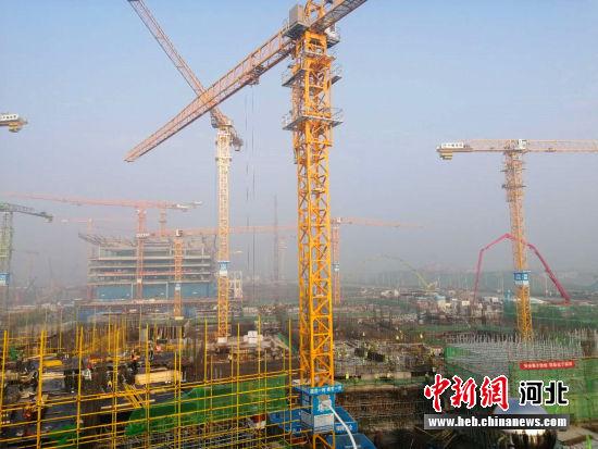正在建设中的商务服务中心项目。 韩冰 摄