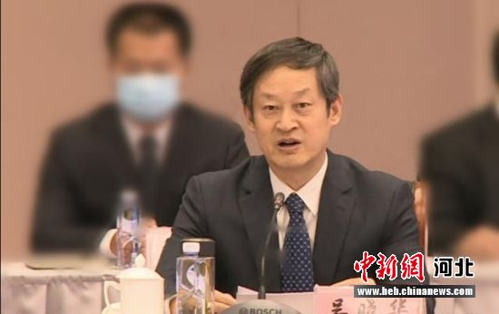 中共衡水市委副书记、市长吴晓华主持对接会。 供图