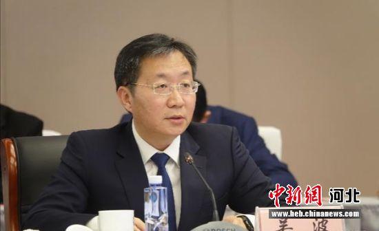 衡水市人民政府副市长吴波就衡水市投资环境进行说明。 供图