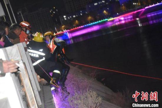 图为救援现场 消防供图
