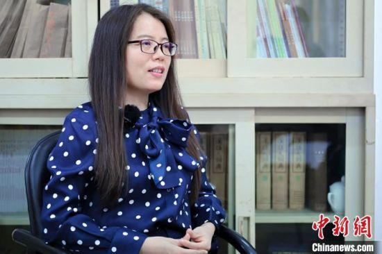暨南大学文学院教授闫月珍 陈骥�F 摄