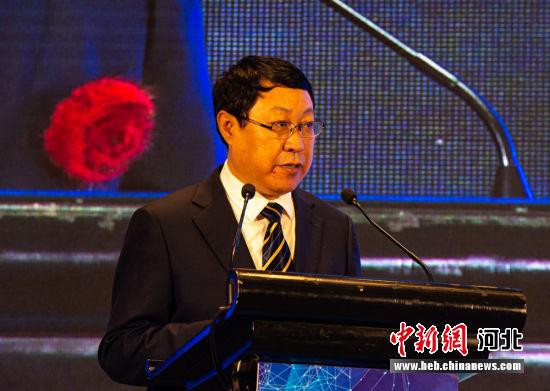 枣强县政府县长刘新营主持投资环境说明会。 崔志平 摄