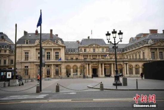 """当地时间10月30日,法国进入第二次全国""""封城"""",巴黎市中心当天几乎没有行人和车辆。中新社记者 李洋 摄"""
