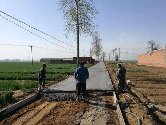 河钢邯钢出资为帮扶村修建的田间路。 供图