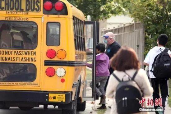 资料图:多伦多公立小学分批次开学,恢复课堂教学。中新社记者 余瑞冬 摄