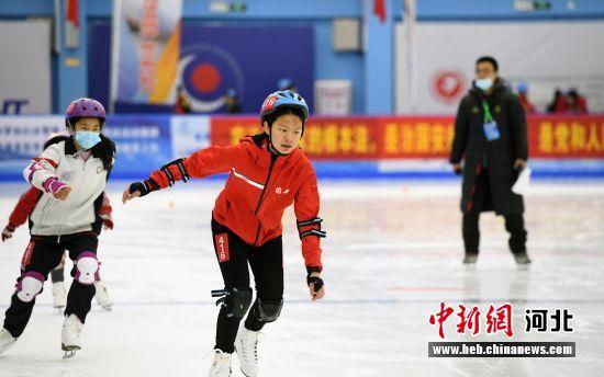 图为廊坊市第二届冰雪运动会比赛现场。 赵书兵 摄